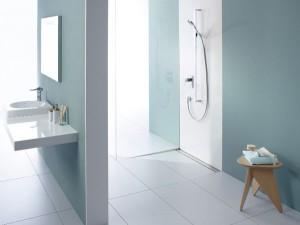 Passend zu den geraden Duschrinnen: Der Aco Showerdrain E ist der Design-Rost solid un den Standardlängen von 700, 800, 900, 1000 und 1200 mm erhältlich.